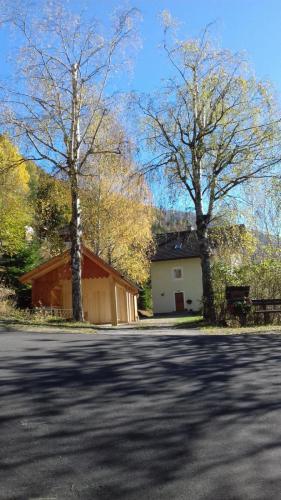 Huis voorzijde vanaf de weg